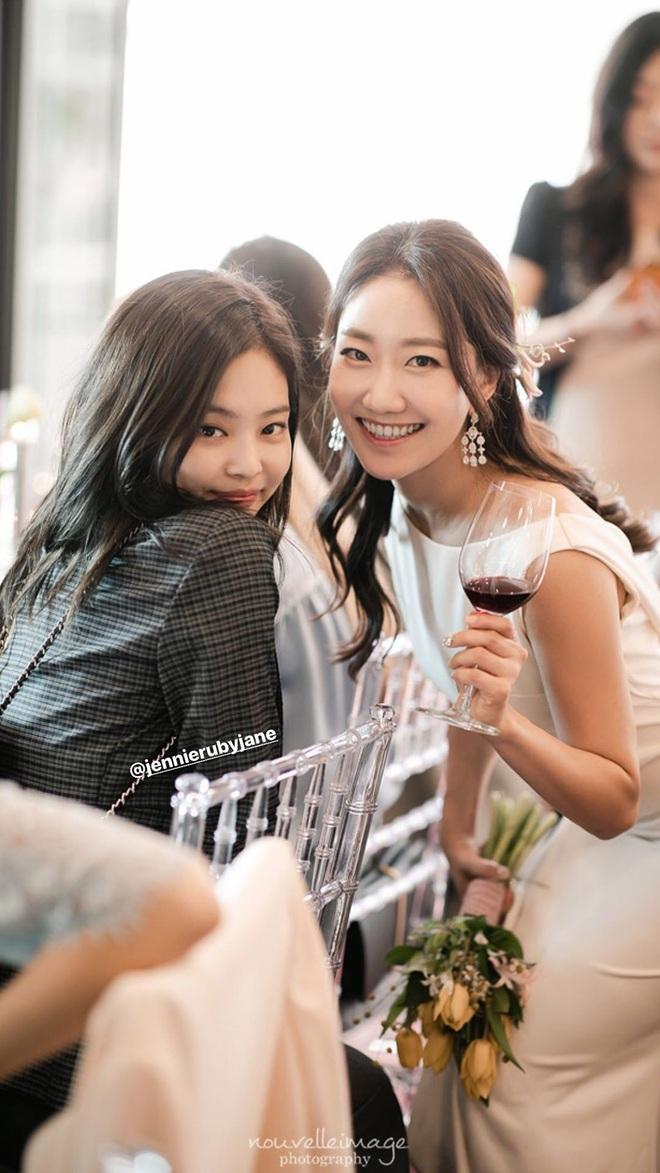 Dàn mỹ nhân Hàn đi đám cưới mà style giản dị hết sức: Jennie, Somi đến nữ phụ chuyển giới Itaewon Class đều chung ý tưởng lên đồ - Ảnh 1.