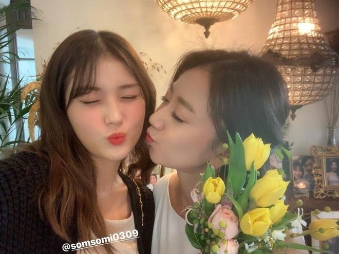 Dàn mỹ nhân Hàn đi đám cưới mà style giản dị hết sức: Jennie, Somi đến nữ phụ chuyển giới Itaewon Class đều chung ý tưởng lên đồ - Ảnh 2.