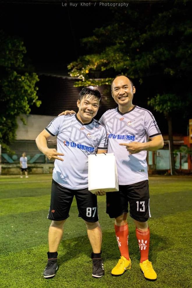 Tiến Luật, Jack cùng dàn cầu thủ và sao Vbiz tổ chức trận bóng gây quỹ cứu trợ miền Trung: Việc làm nhỏ, ý nghĩa lớn! - Ảnh 2.