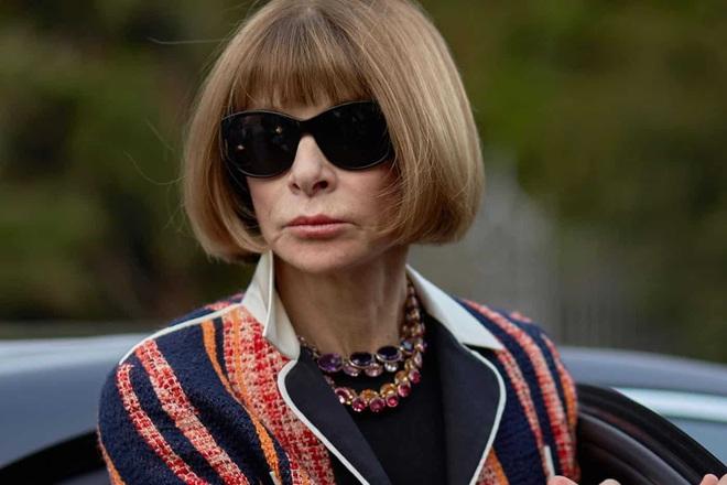 """Bà hoàng Vogue: Nữ vương cai trị làng thời trang thế giới với những """"mật mã thép"""" và bí ẩn phía sau mái tóc kinh điển không đổi hơn 50 năm - Ảnh 2."""