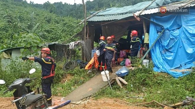 Xe cứu hộ rời hiện trường vụ sạt lở thuỷ điện Rào Trăng 3, người thân các nạn nhân vẫn túc trực chờ đợi phép màu - Ảnh 4.
