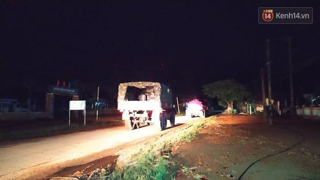 Xe cứu hộ rời hiện trường vụ sạt lở thuỷ điện Rào Trăng 3, người thân các nạn nhân vẫn túc trực chờ đợi phép màu - Ảnh 1.