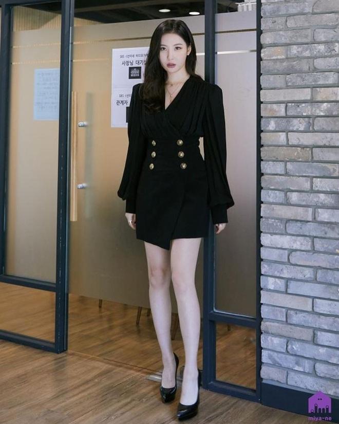 Mix & Phối - Style khi đi ghi hình của loạt idol Kpop: Người mặc đơn giản vẫn hút, người như trình diễn thời trang - chanvaydep.net 5