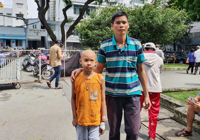 Lời khẩn cầu của bé trai 8 tuổi bị ung thư hạch ác tính: Con sợ chết lắm, con không muốn xa bố mẹ đâu - ảnh 9
