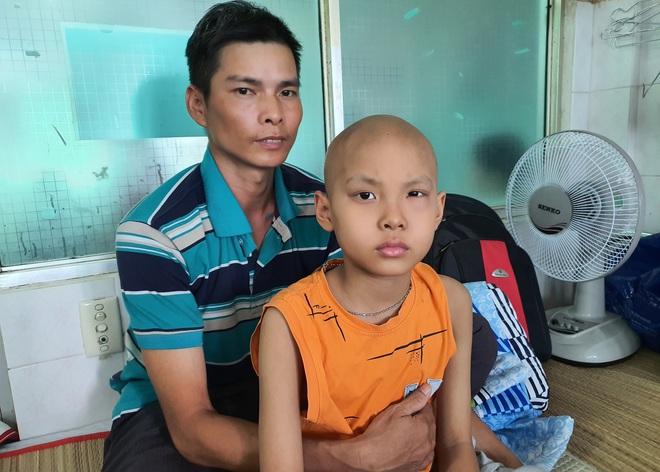 Lời khẩn cầu của bé trai 8 tuổi bị ung thư hạch ác tính: Con sợ chết lắm, con không muốn xa bố mẹ đâu - ảnh 3