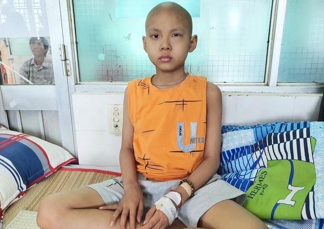 Lời khẩn cầu của bé trai 8 tuổi bị ung thư hạch ác tính: Con sợ chết lắm, con không muốn xa bố mẹ đâu - ảnh 8