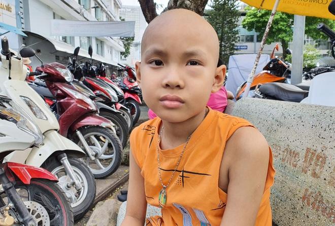 Lời khẩn cầu của bé trai 8 tuổi bị ung thư hạch ác tính: Con sợ chết lắm, con không muốn xa bố mẹ đâu - ảnh 5