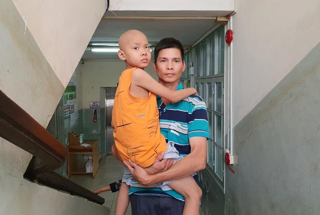Lời khẩn cầu của bé trai 8 tuổi bị ung thư hạch ác tính: Con sợ chết lắm, con không muốn xa bố mẹ đâu - ảnh 10
