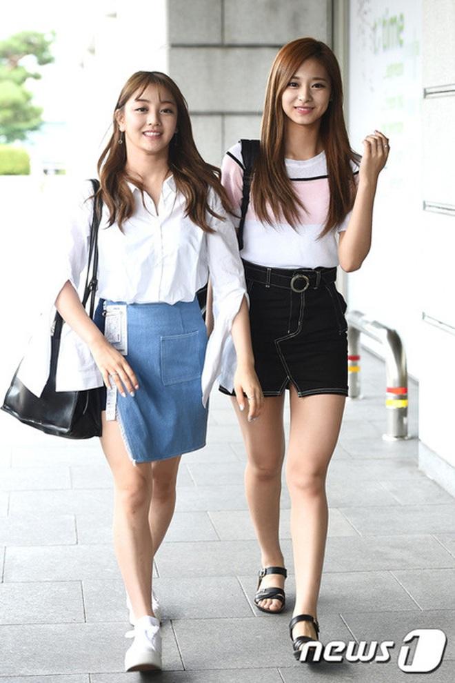 Mix & Phối - Style khi đi ghi hình của loạt idol Kpop: Người mặc đơn giản vẫn hút, người như trình diễn thời trang - chanvaydep.net 10