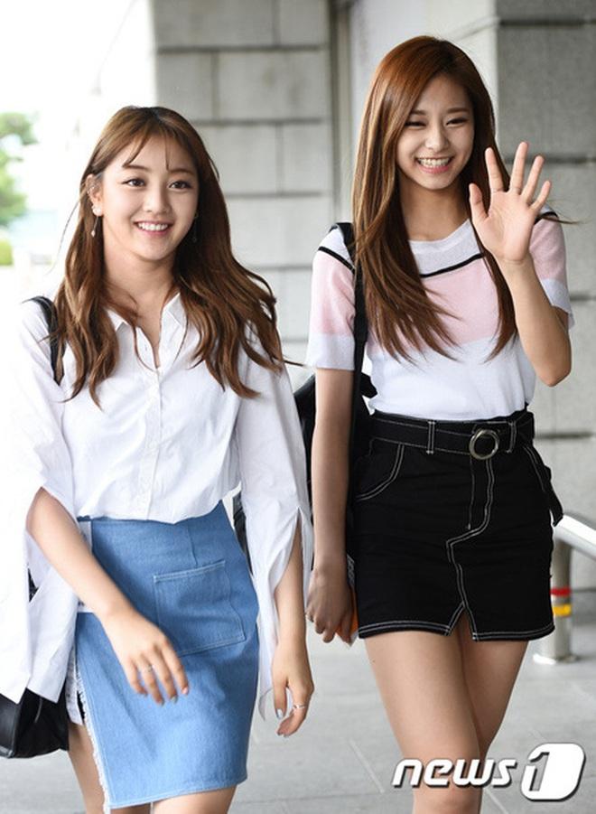 Mix & Phối - Style khi đi ghi hình của loạt idol Kpop: Người mặc đơn giản vẫn hút, người như trình diễn thời trang - chanvaydep.net 9