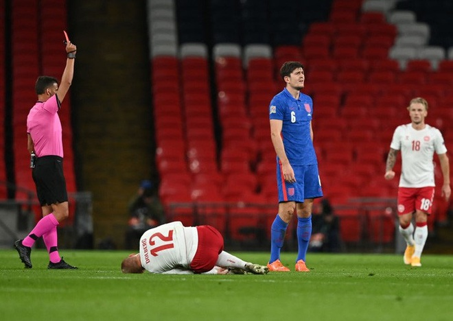 Đội trưởng MU phạm 2 lỗi ngớ ngẩn dẫn đến bị đuổi chỉ sau 30 phút, tuyển Anh thất thủ ngay trên sân nhà và lập một kỷ lục tệ nhất lịch sử - ảnh 1