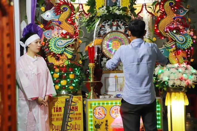 Tang lễ đẫm nước mắt của hiệp sĩ tử vong lúc truy đuổi tội phạm ở Biên Hòa: Vợ mang song thai thẫn thờ bên linh cữu chồng - Ảnh 3.