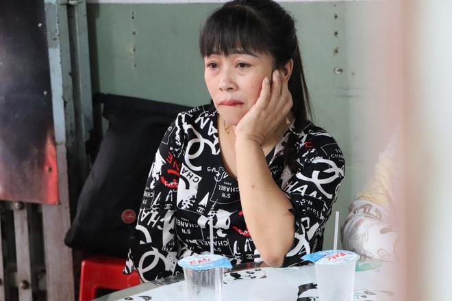 Tang lễ đẫm nước mắt của hiệp sĩ tử vong lúc truy đuổi tội phạm ở Biên Hòa: Vợ mang song thai thẫn thờ bên linh cữu chồng - Ảnh 5.