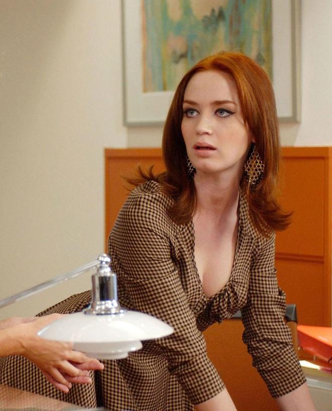 Mê như điếu đổ 9 phim thời trang Hollywood: Emily Ở Paris đã là gì so với tuyệt tác kinh điển 59 tuổi - Ảnh 2.
