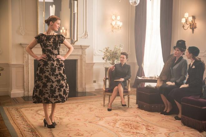 Mê như điếu đổ 9 phim thời trang Hollywood: Emily Ở Paris đã là gì so với tuyệt tác kinh điển 59 tuổi - Ảnh 9.