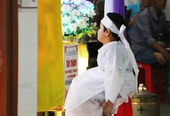 Tang lễ đẫm nước mắt của hiệp sĩ tử vong lúc truy đuổi tội phạm ở Biên Hòa: Vợ mang song thai thẫn thờ bên linh cữu chồng - Ảnh 1.