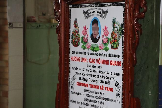 Tang lễ đẫm nước mắt của hiệp sĩ tử vong lúc truy đuổi tội phạm ở Biên Hòa: Vợ mang song thai thẫn thờ bên linh cữu chồng - Ảnh 11.