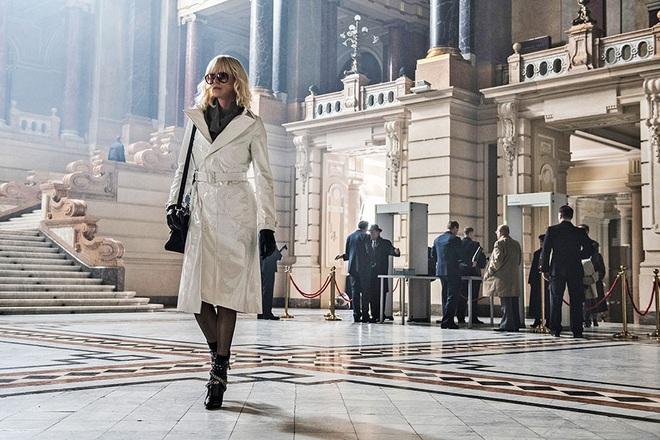 Mê như điếu đổ 9 phim thời trang Hollywood: Emily Ở Paris đã là gì so với tuyệt tác kinh điển 59 tuổi - Ảnh 7.