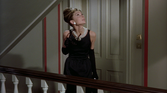 Mê như điếu đổ 9 phim thời trang Hollywood: Emily Ở Paris đã là gì so với tuyệt tác kinh điển 59 tuổi - Ảnh 4.
