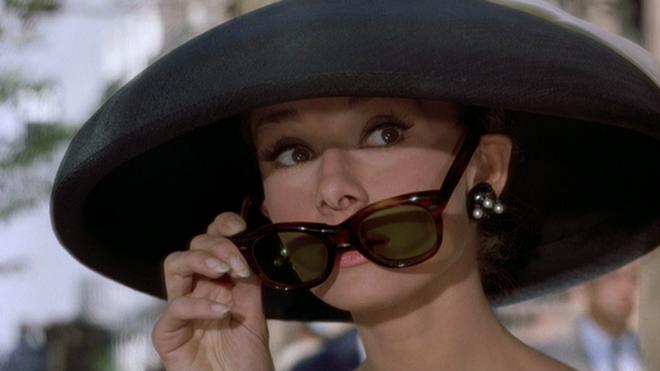 Mê như điếu đổ 9 phim thời trang Hollywood: Emily Ở Paris đã là gì so với tuyệt tác kinh điển 59 tuổi - Ảnh 5.