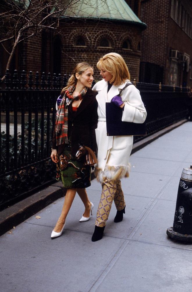 Mê như điếu đổ 9 phim thời trang Hollywood: Emily Ở Paris đã là gì so với tuyệt tác kinh điển 59 tuổi - Ảnh 3.