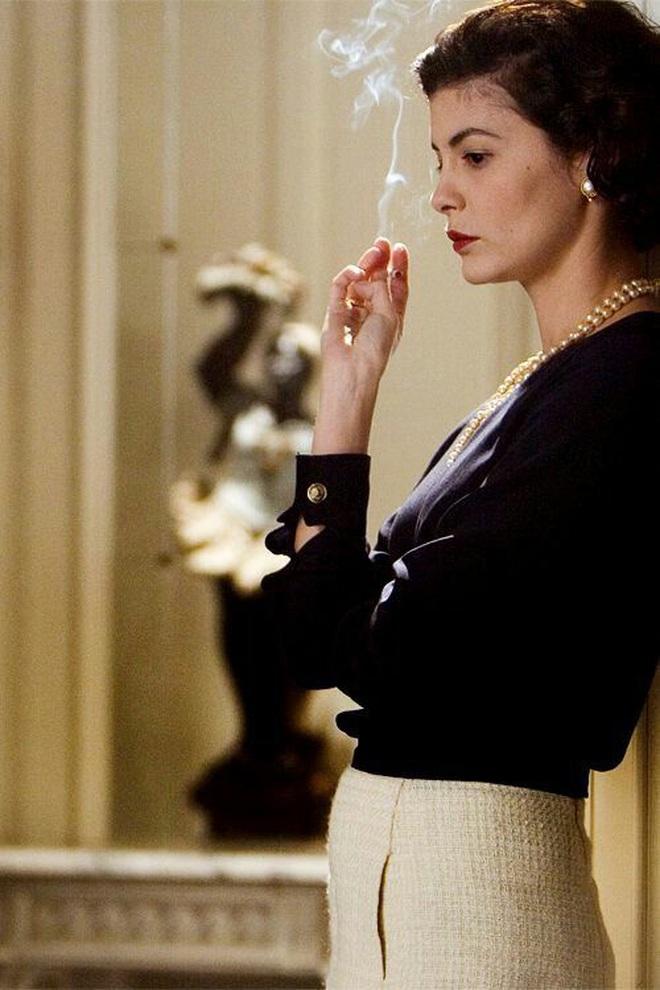 Mê như điếu đổ 9 phim thời trang Hollywood: Emily Ở Paris đã là gì so với tuyệt tác kinh điển 59 tuổi - Ảnh 10.