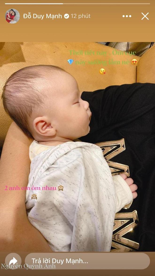 Duy Mạnh ví con trai là cục kim cương, vui sướng vì được ôm bé Ú ngủ khi trời mưa lạnh - ảnh 1