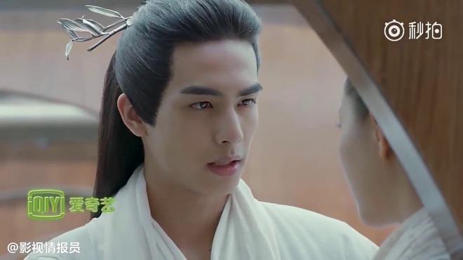 Tống Uy Long: Tân binh thường xuyên bị bắt gặp hôn gái xinh trên phố, cứ đóng phim cổ trang là xịt banh chành - ảnh 16