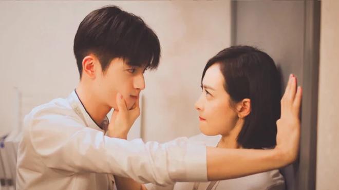 Tống Uy Long: Tân binh thường xuyên bị bắt gặp hôn gái xinh trên phố, cứ đóng phim cổ trang là xịt banh chành - ảnh 9