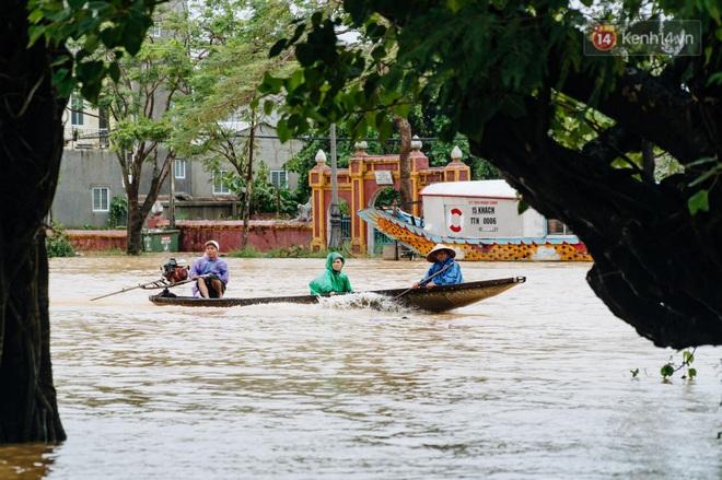 """Mất điện, nước lũ gây ngập nặng, người dân Huế kiệt sức: """"Chưa có năm nào khắc nghiệt như năm nay"""" - ảnh 1"""