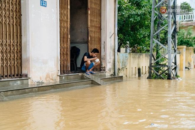 """Mất điện, nước lũ gây ngập nặng, người dân Huế kiệt sức: """"Chưa có năm nào khắc nghiệt như năm nay"""" - ảnh 3"""