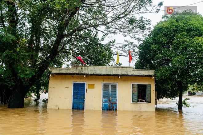 """Mất điện, nước lũ gây ngập nặng, người dân Huế kiệt sức: """"Chưa có năm nào khắc nghiệt như năm nay"""" - ảnh 6"""