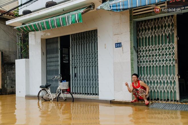 """Mất điện, nước lũ gây ngập nặng, người dân Huế kiệt sức: """"Chưa có năm nào khắc nghiệt như năm nay"""" - ảnh 2"""