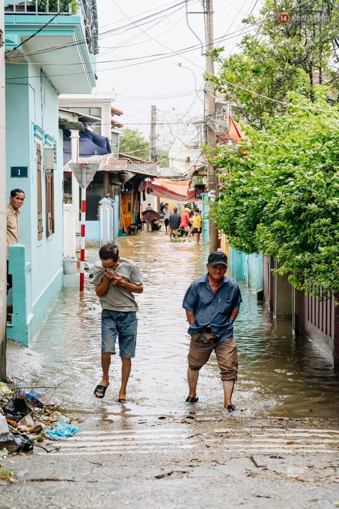 """Mất điện, nước lũ gây ngập nặng, người dân Huế kiệt sức: """"Chưa có năm nào khắc nghiệt như năm nay"""" - ảnh 13"""