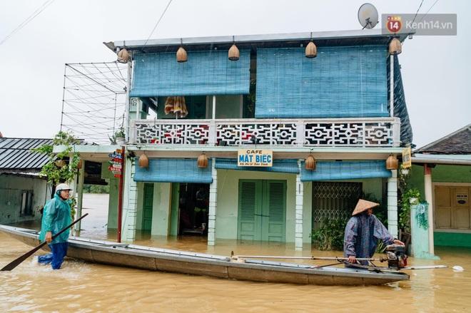 """Mất điện, nước lũ gây ngập nặng, người dân Huế kiệt sức: """"Chưa có năm nào khắc nghiệt như năm nay"""" - ảnh 8"""