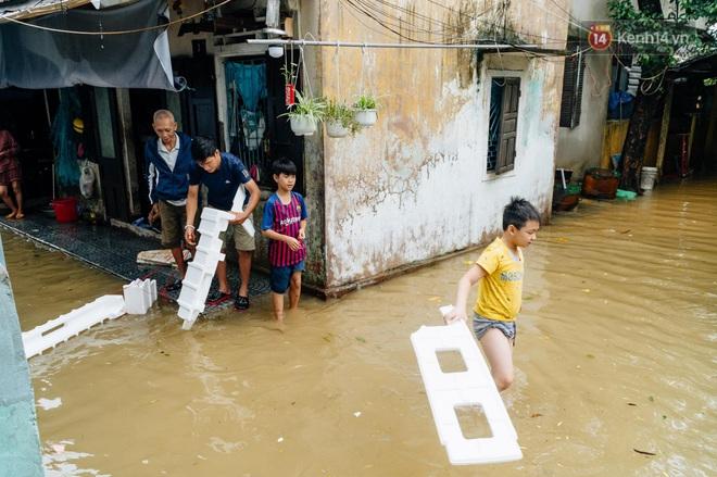 """Mất điện, nước lũ gây ngập nặng, người dân Huế kiệt sức: """"Chưa có năm nào khắc nghiệt như năm nay"""" - ảnh 19"""