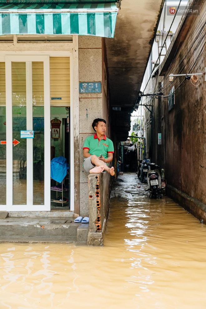 """Mất điện, nước lũ gây ngập nặng, người dân Huế kiệt sức: """"Chưa có năm nào khắc nghiệt như năm nay"""" - ảnh 22"""