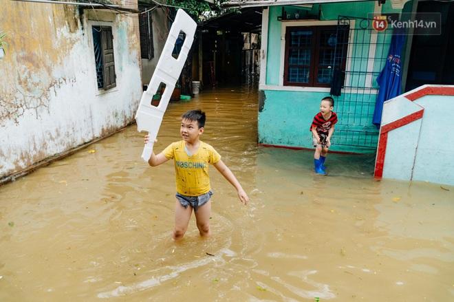 """Mất điện, nước lũ gây ngập nặng, người dân Huế kiệt sức: """"Chưa có năm nào khắc nghiệt như năm nay"""" - ảnh 18"""