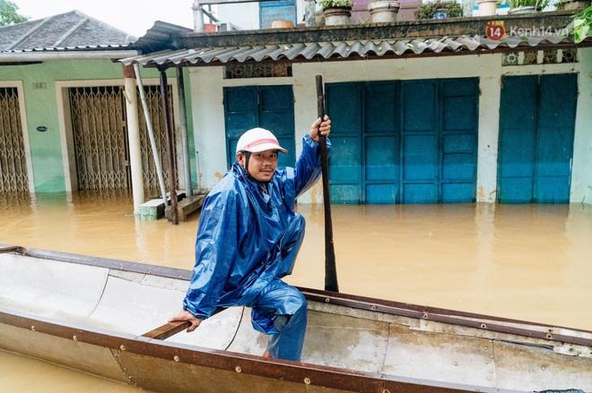 """Mất điện, nước lũ gây ngập nặng, người dân Huế kiệt sức: """"Chưa có năm nào khắc nghiệt như năm nay"""" - ảnh 26"""