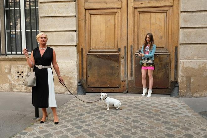 Nữ chính Emily Ở Paris gây sốc tiết lộ tuổi thật của nhân vật: Mới đôi mươi đã có bằng Cao học? - ảnh 3