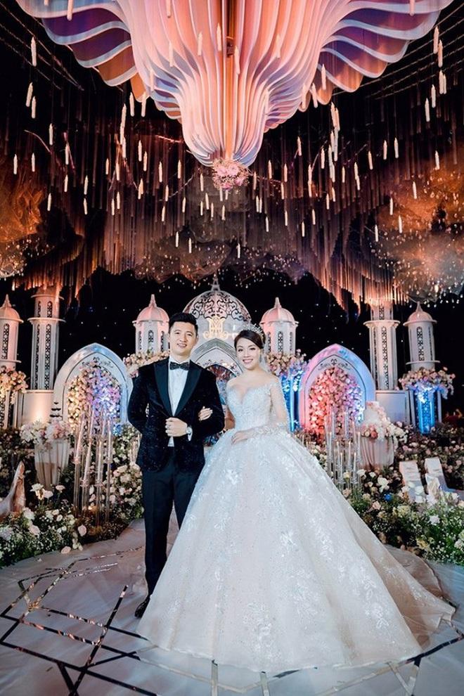 Năm 2019 có tới 5 cặp rich kid Việt tổ chức đám cưới vô cùng xa hoa, đến hiện tại ai cũng hạnh phúc, chỉ có Âu Hà My - Trọng Hưng đùng đùng ly hôn - ảnh 29