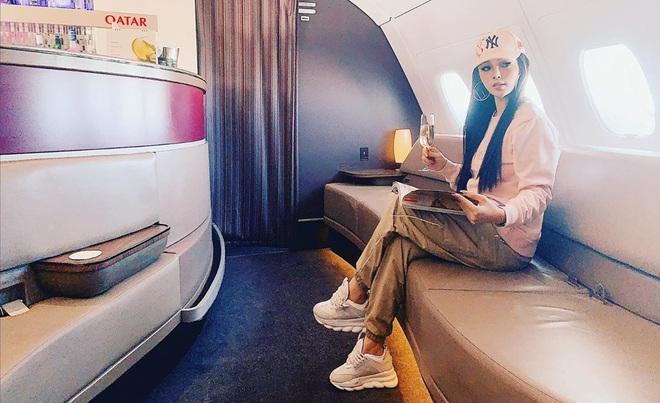 Sao Việt đi máy bay hạng thương gia: Người lên đồ đơn giản, người cầu kỳ nhưng ai cũng khoe túi hiệu - ảnh 10