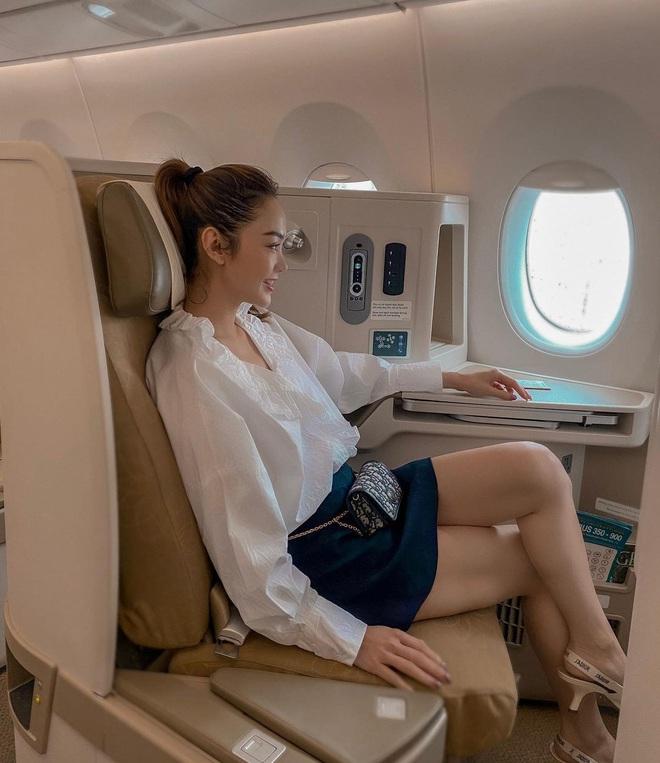 Sao Việt đi máy bay hạng thương gia: Người lên đồ đơn giản, người cầu kỳ nhưng ai cũng khoe túi hiệu - ảnh 5