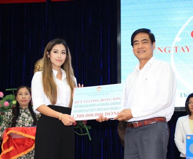 Tiên Nguyễn đại diện nhà tỷ phú Johnathan Hạnh Nguyễn trao 2 tỷ hỗ trợ miền Trung, 1,3 tỷ cho gia đình 13 cán bộ gặp nạn ở Rào Trăng 3 - ảnh 2