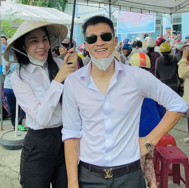 Công Vinh than bị vợ lừa lần thứ 3 vì Thuỷ Tiên đột ngột huỷ vé máy bay về Sài Gòn, ở lại cứu trợ người dân Quảng Trị - ảnh 2
