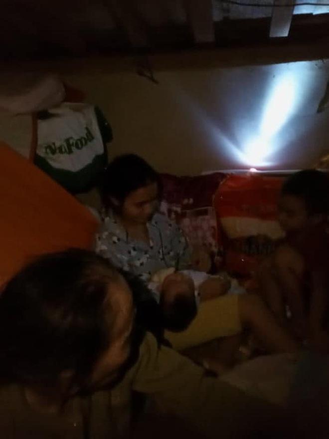 Nhiều người dân Quảng Trị đồng loạt lên mạng kêu cứu khi lũ bất ngờ lên nhanh trong đêm - Ảnh 1.
