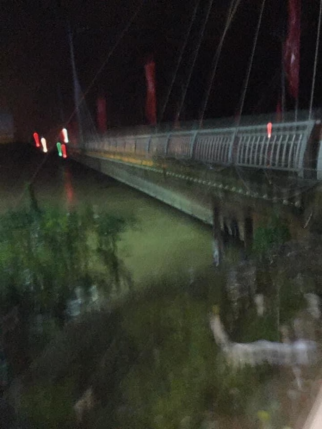 Nhiều người dân Quảng Trị đồng loạt lên mạng kêu cứu khi lũ bất ngờ lên nhanh trong đêm - Ảnh 2.