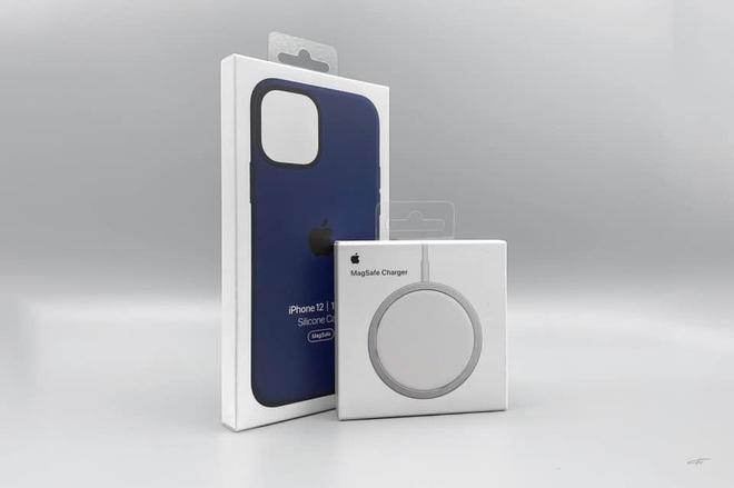 Combo hút máu với sạc MagSafe và ốp silicone mới cho iPhone 12 của Apple bị cư dân mạng chê tới, chê tấp - ảnh 2