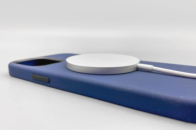 Combo hút máu với sạc MagSafe và ốp silicone mới cho iPhone 12 của Apple bị cư dân mạng chê tới, chê tấp - ảnh 6