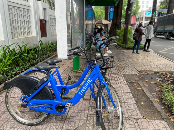 Trải nghiệm xe đạp công cộng cho thuê 10.000 đồng/giờ lần đầu lăn bánh trên đường phố Sài Gòn - Ảnh 2.
